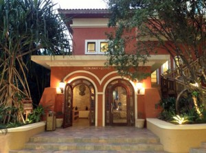 The entrance of the Royal Oasis in Petionville. (www.royaloasis.com)