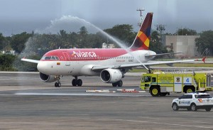 "Avianca's Airbus 319 arrived to Luis Muñoz Marín Airport Wednesday afternoon, and was welcomed with the traditional ""christening"" given to new airlines. (Credit: © Mauricio Pascual)"