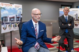 From left: George Christoff, president of Toyota de Puerto Rico and Brett Beals, general manager of Toyota Financial Services.
